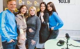 Участники кавер-группы Black Jack и  театра танца Yes в гостях у DFM Томск